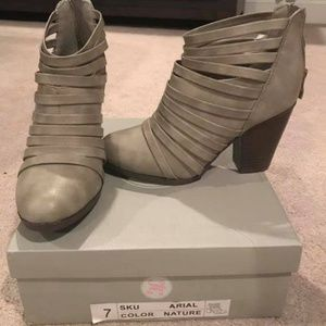 Size 7 boots NWT